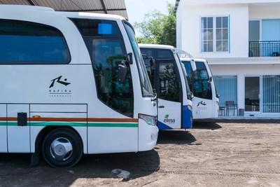 Gambar tampak samping bus dari Rafira Indonesia