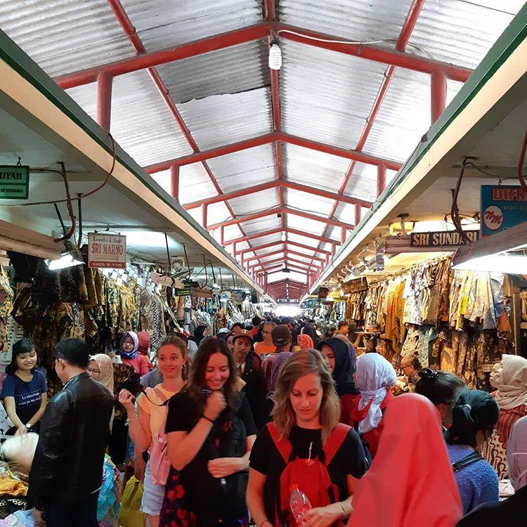 Tempat Wisata Belanja Batik Pasar Beringharjo, sumber ig zulfaliaa