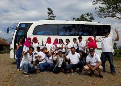 Foto bersama tamu dan sopir dari jasa sewa bus Yogyakarta Jogja Rafira 2018