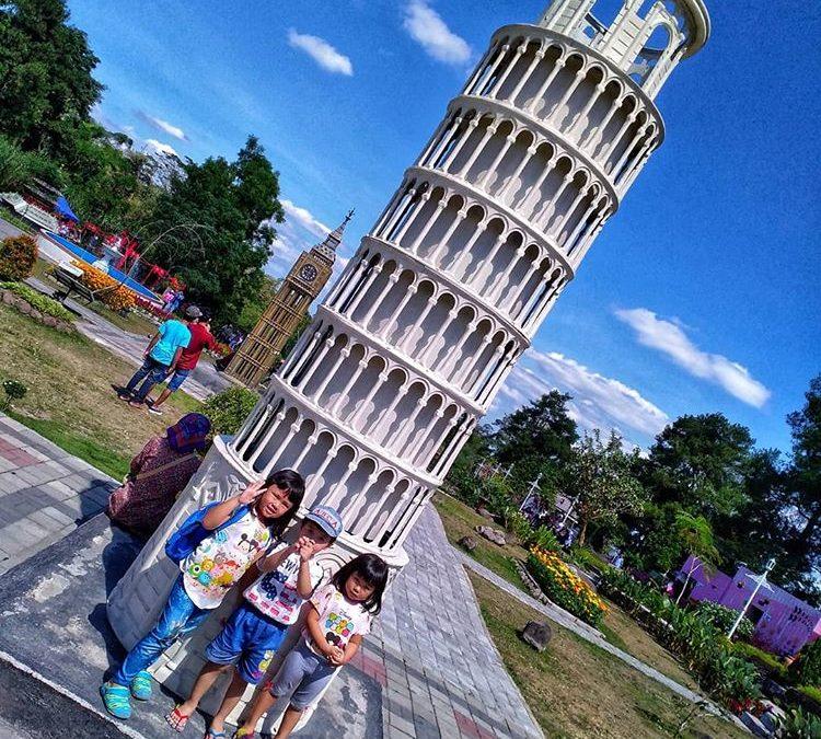 Melihat Berbagai Landmark Dunia di Merapi Park