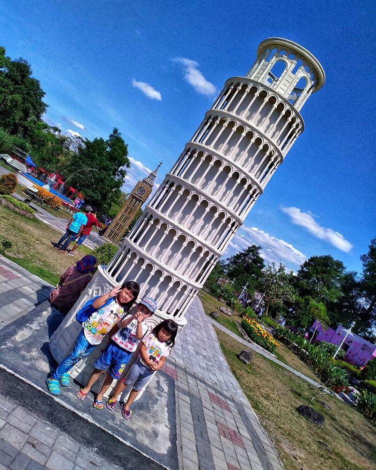 Miniatur Menara Pisa, sumber ig yogisantoso_