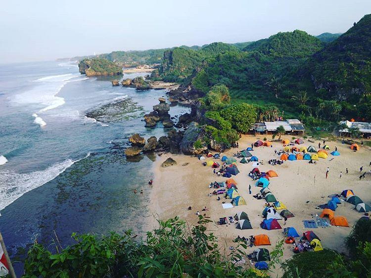 Pantai Ngrumput, Spot Camping Menarik di Jogja