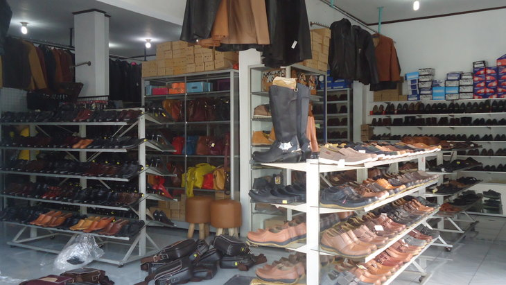 Melihat Produk Kulit yang Menarik di Desa Wisata Manding