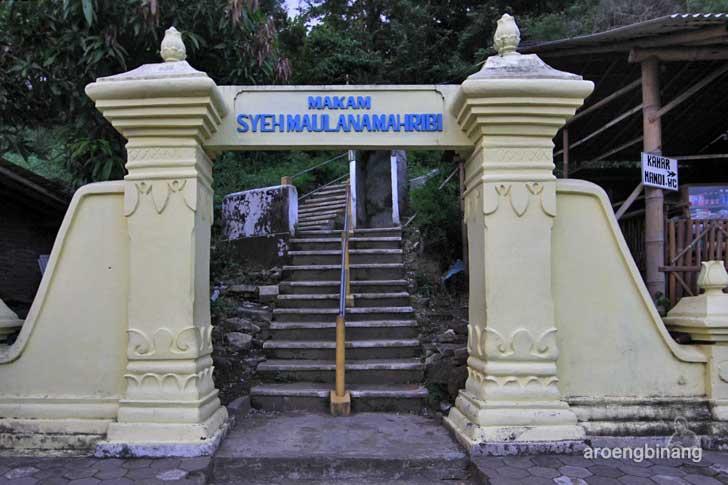 Masuk Makam Syekh Maulana Maghribi, sumber aroengBinang